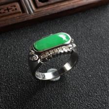 糯冰种翠色镶白金钻石翡翠戒指