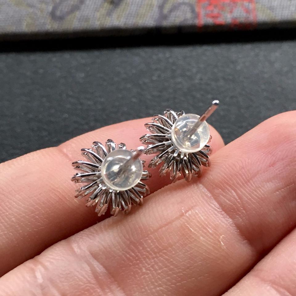 阳绿冰玻种翡翠耳钉一对 镶白金钻石第7张