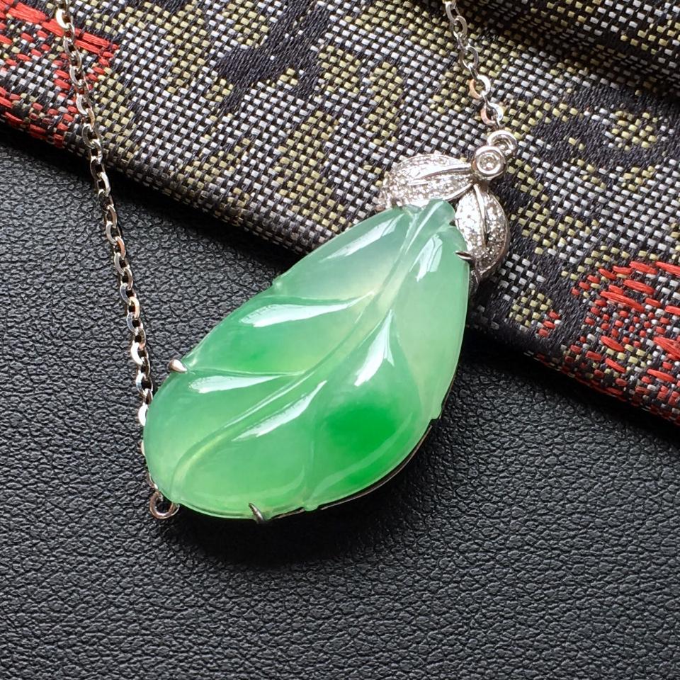 飘翠冰种玉叶翡翠锁骨项链 镶白金钻石第2张