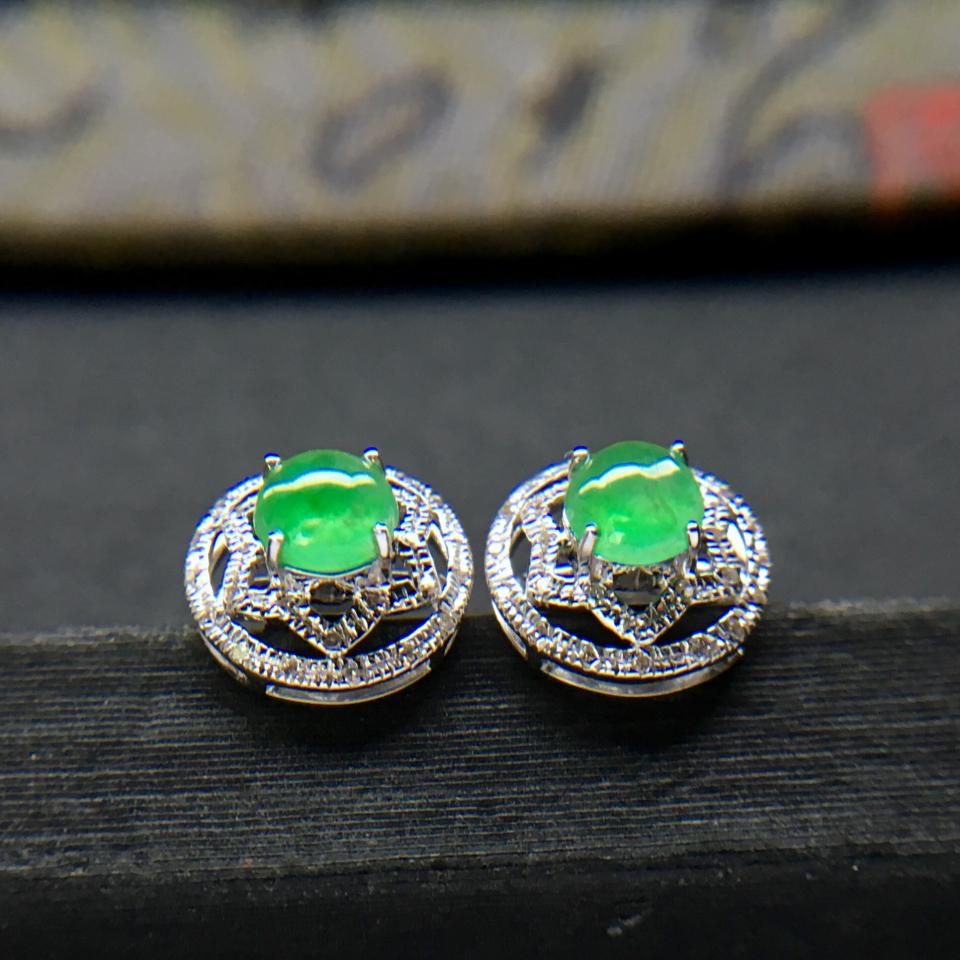 飘绿冰种翡翠耳钉一对 镶白金钻石第1张