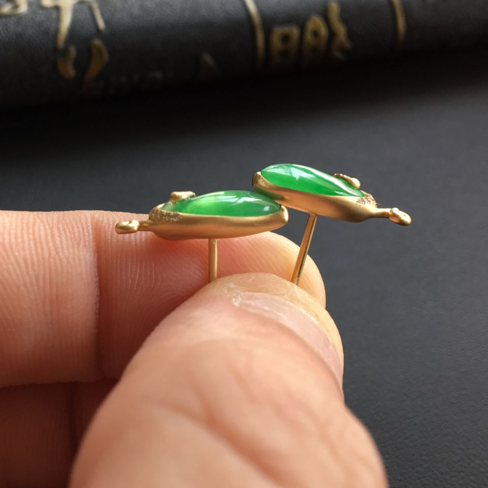 冰种绿晴水翡翠耳钉 镶黄18k金钻石