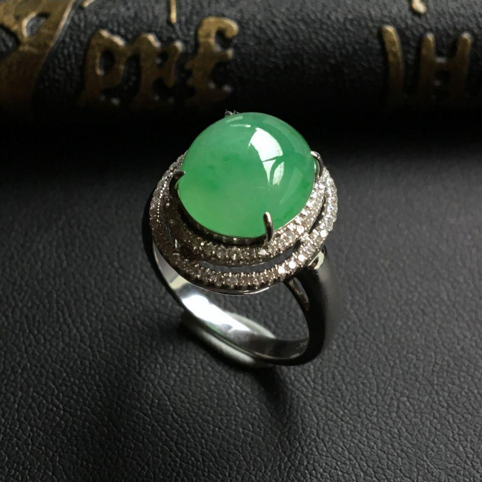 糯冰种晴水略飘绿翡翠戒指 镶白金钻石