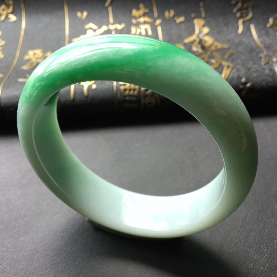 冰种飘绿翡翠手镯