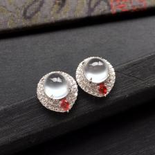 无色冰玻种起光翡翠耳钉一对 镶白金钻石