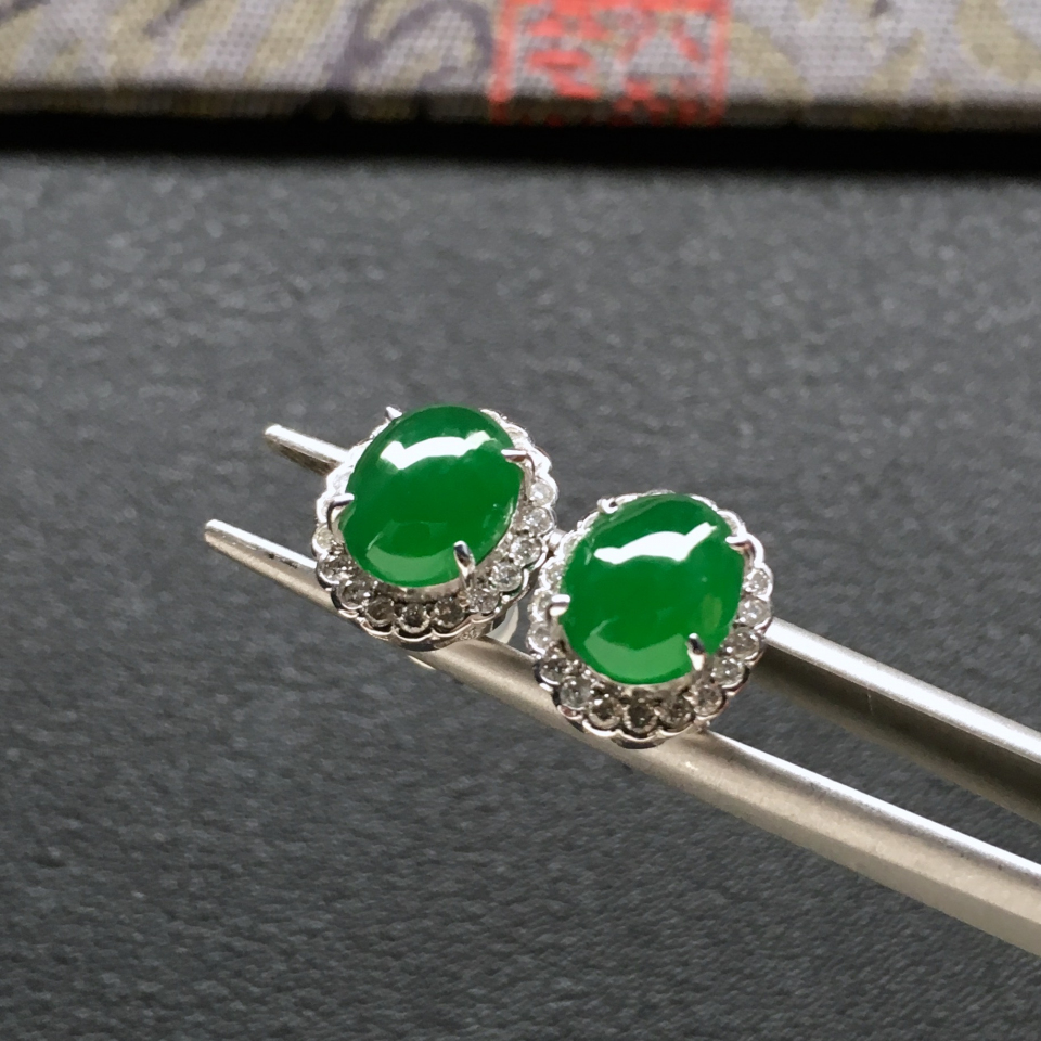 冰种阳绿翡翠耳钉一对 镶白金钻石第3张