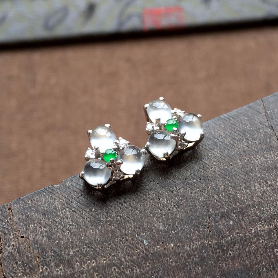 冰玻种起光花型翡翠耳钉一对 镶白金钻石第2张