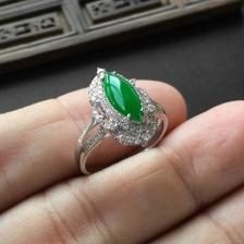 冰种阳绿马眼翡翠戒指(镶白金钻石)