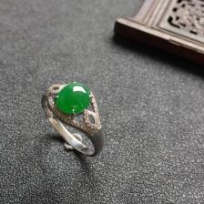 菠菜绿冰种翡翠戒指(镶白18k金钻石)