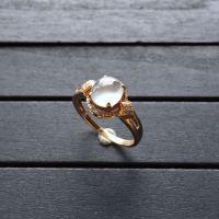 冰种无色翡翠戒指 镶玫瑰金钻石