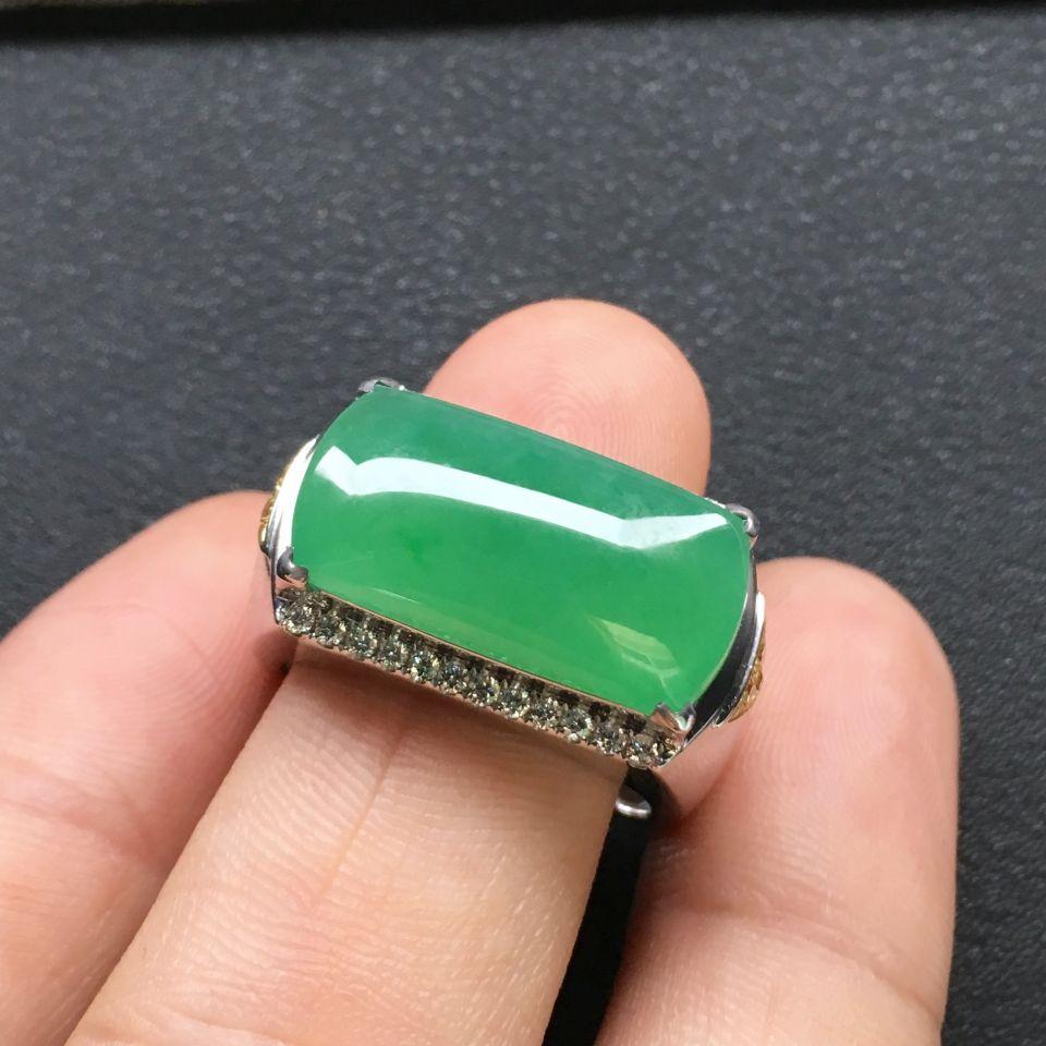 糯冰种绿晴水马鞍翡翠戒指 镶白金钻石第5张