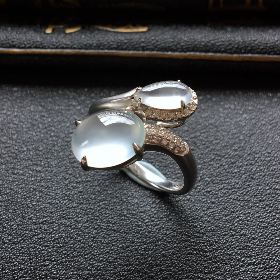 无色冰种镶白金钻石翡翠戒指