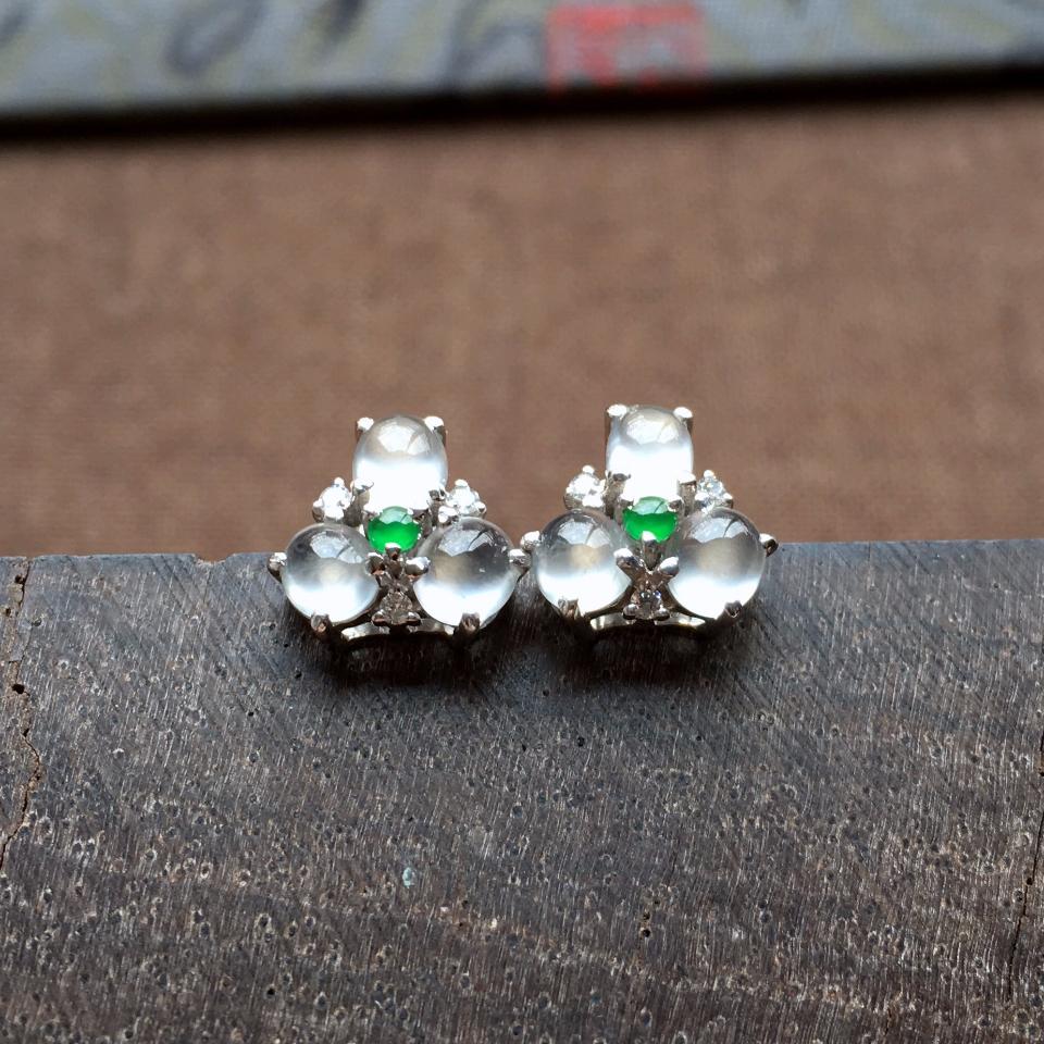 冰玻种起光花型翡翠耳钉一对 镶白金钻石第3张