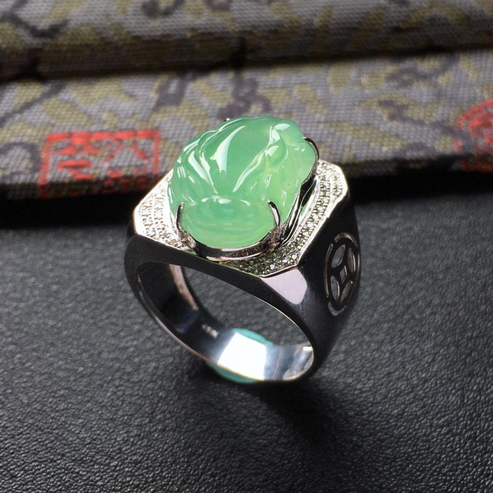 晴水冰种招财进宝翡翠戒指 镶白金钻石