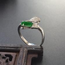 阳绿糯冰种随形翡翠戒指