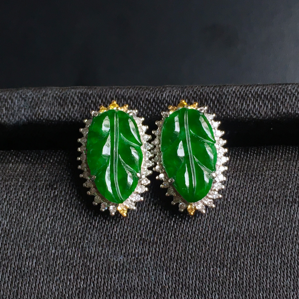 糯冰种浓绿叶子翡翠耳钉 镶白18K金彩宝伴钻第1张