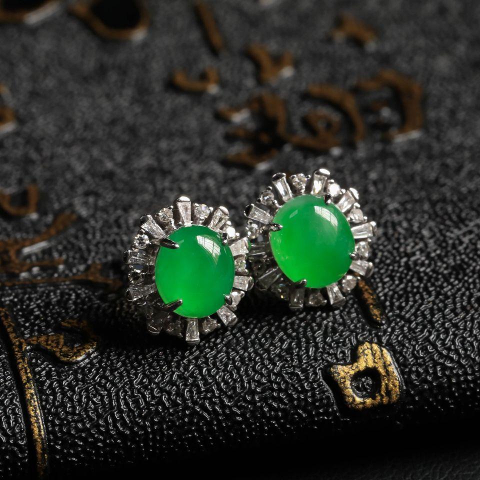 冰种翠绿翡翠耳钉镶白18K金钻石第1张
