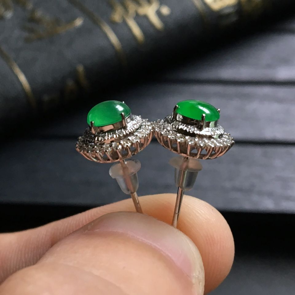 翠色冰种翡翠耳钉镶白金钻石