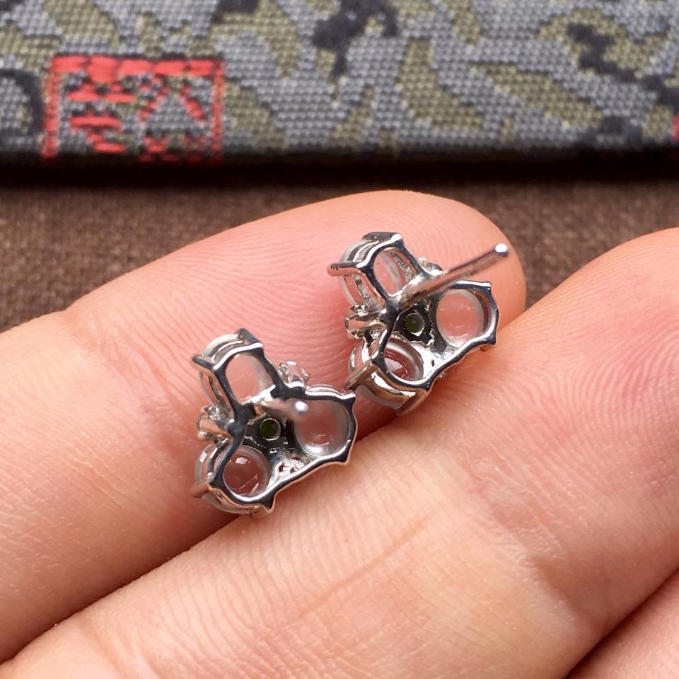 冰玻种起光花型翡翠耳钉一对 镶白金钻石第6张