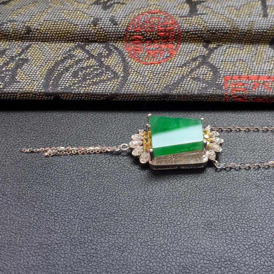 飘翠冰种平安牌翡翠锁骨链 镶白金钻石第4张