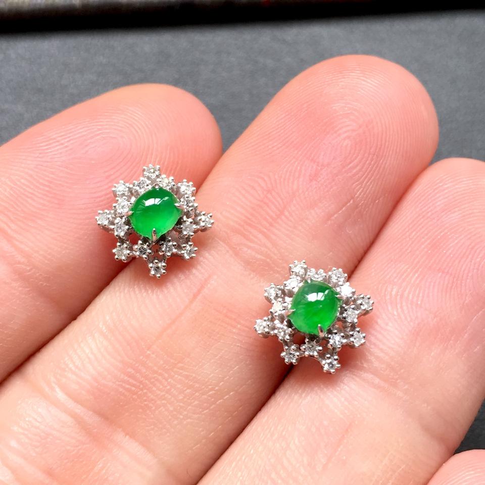 冰种阳绿雪花形翡翠耳钉一对 镶白金钻石第6张