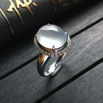无色冰种翡翠戒指 镶白金钻石