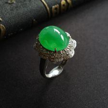 翠色糯冰种翡翠戒指镶白金钻石