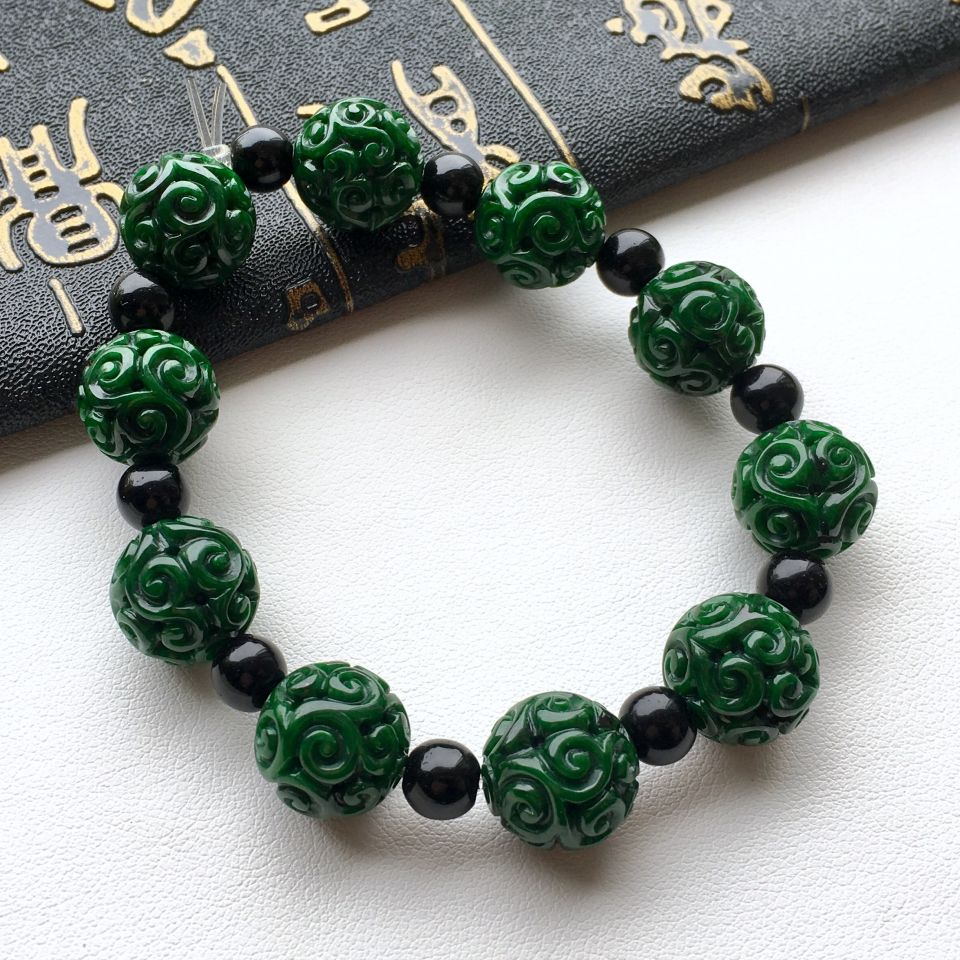糯冰种浓绿仿古雕刻圆珠翡翠手链