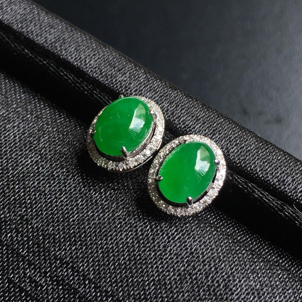 糯冰种阳绿蛋面翡翠耳钉 镶白18K金钻石第2张