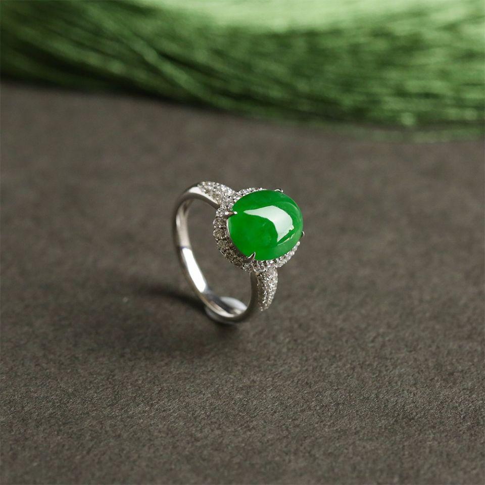 冰种翠色翡翠戒指 镶白金钻石第2张