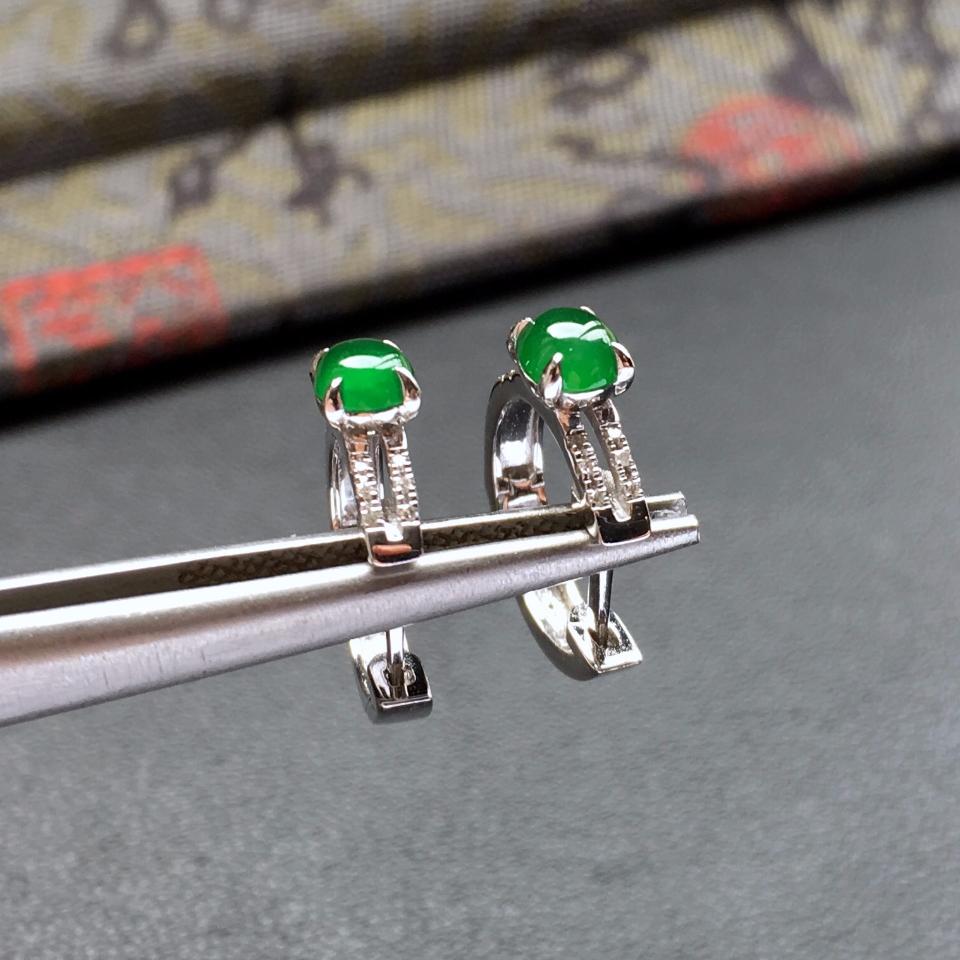 冰种阳绿镶白金钻石翡翠耳钉第4张