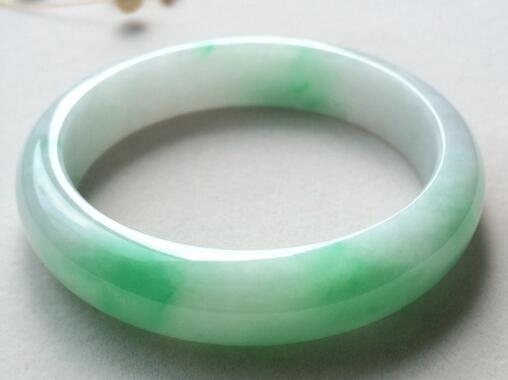翡翠飘绿和飘阳绿有什么不同之处