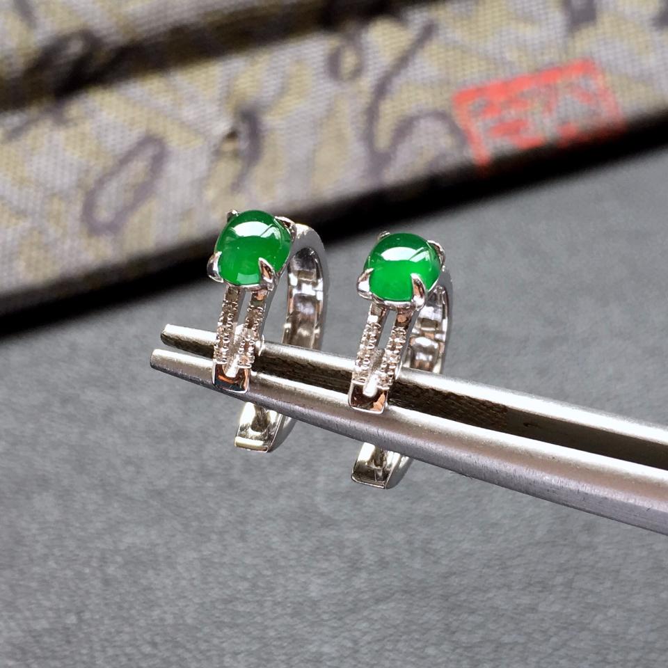 冰种阳绿镶白金钻石翡翠耳钉第3张
