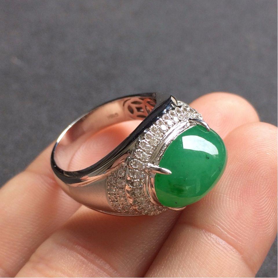 糯冰种晴水色略飘翠翡翠戒指 镶白18K金钻石