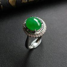 糯冰种阳绿翡翠戒指 镶白金钻石