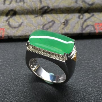 糯冰种绿晴水马鞍翡翠戒指 镶白金钻石