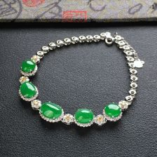 冰种阳绿翡翠手链 镶白金钻石