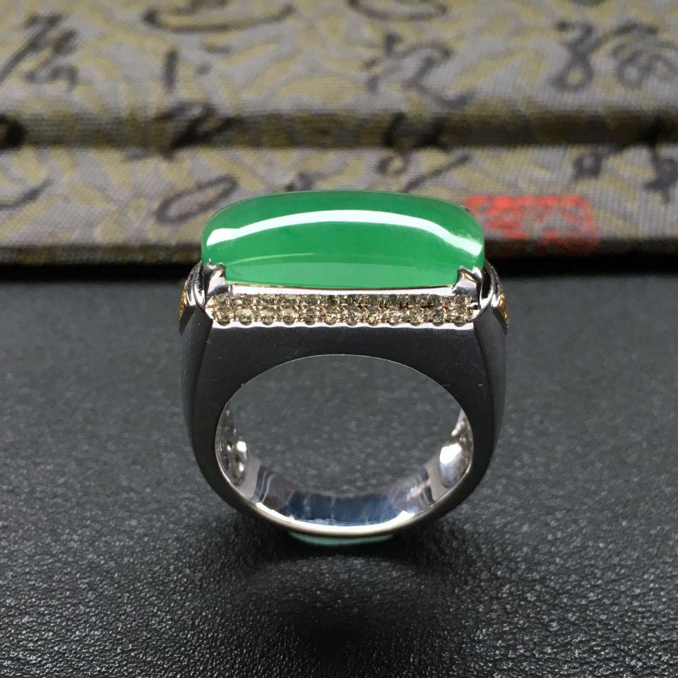 糯冰种绿晴水马鞍翡翠戒指 镶白金钻石第3张