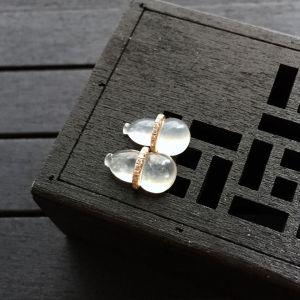 冰种淡晴水翡翠葫芦耳钉 镶玫瑰金钻石