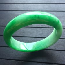 阳绿冰种翡翠手镯