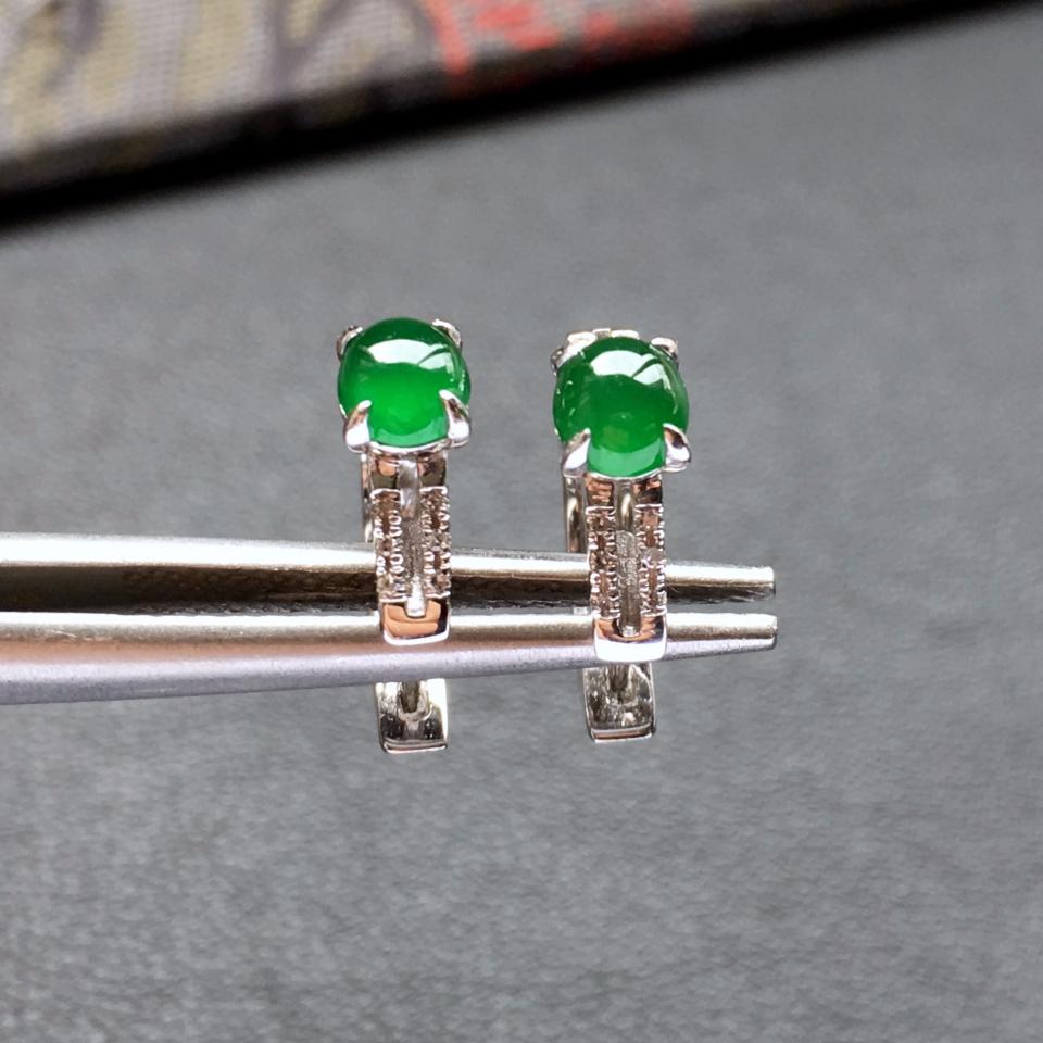 冰种阳绿镶白金钻石翡翠耳钉第2张