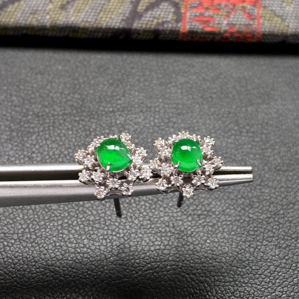 冰种阳绿雪花形翡翠耳钉一对 镶白金钻石第2张