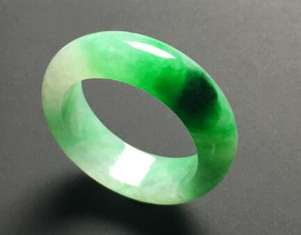糯种飘绿天然翡翠戒指1.jpg