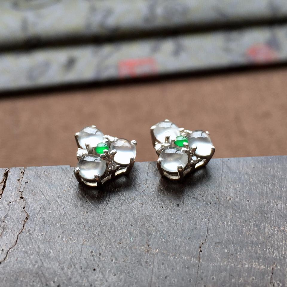 冰玻种起光花型翡翠耳钉一对 镶白金钻石第4张
