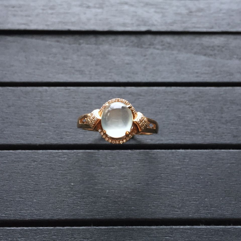 冰种无色翡翠戒指 镶玫瑰金钻石第3张