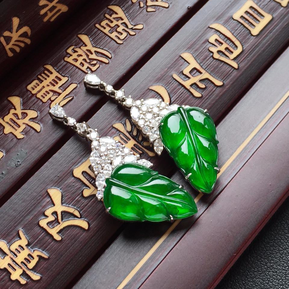 冰种阳绿金枝玉叶翡翠耳钉一对 镶白金钻石第1张