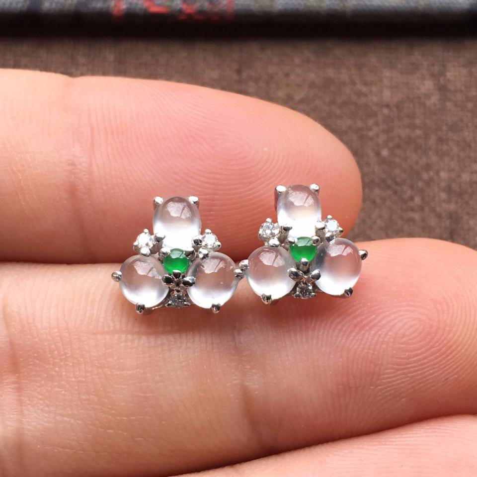 冰玻种起光花型翡翠耳钉一对 镶白金钻石第8张