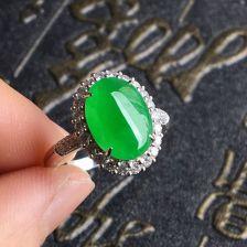 翠色冰种翡翠戒指镶白金钻石