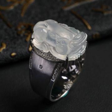 无色冰种貔貅翡翠戒指 镶白18K金钻石