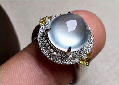 无色玻璃种翡翠蛋面戒指.jpg