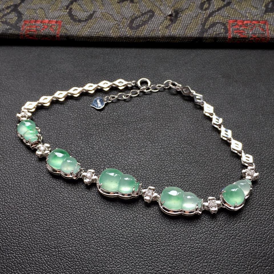 冰种飘翠葫芦翡翠手链 镶白金钻石